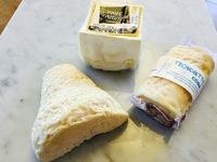 モンドールなど、チーズ入荷しております。