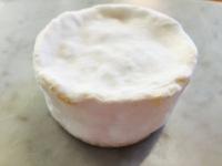クリスマスにぴったりのチーズ、トリュフをサンドした、ブリア・サヴァラン 入荷!!!