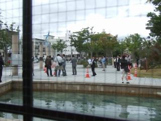 クロップデー・横では裁判員裁判に並ぶ人々