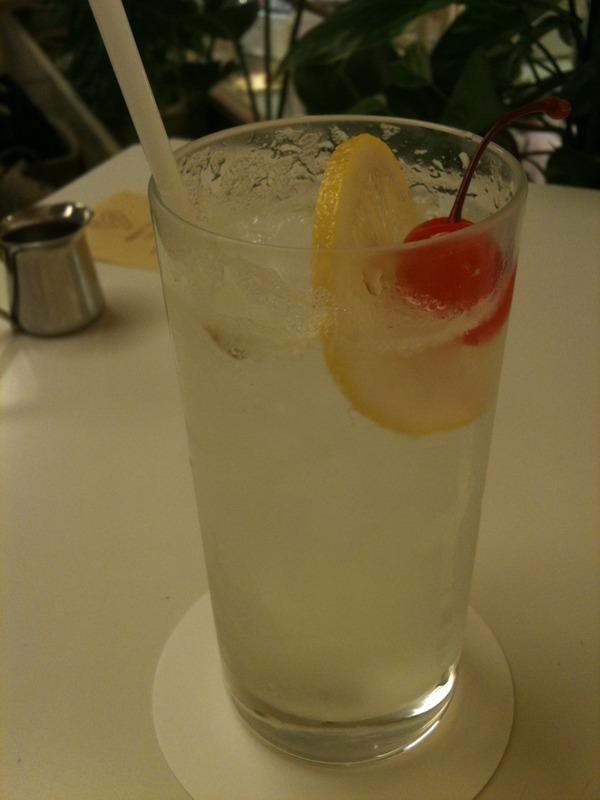 八重洲ブックセンターの喫茶でレモンスカッシュ