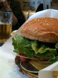 ワンズダイナーでハンバーガー!