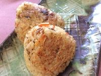 ウニの炊き込みご飯で焼きおにぎり!小泉食品