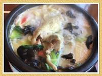 [白湯麺鶏肉麺]。
