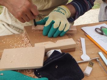 木のスプーン作りと羊毛ワークショップの様子