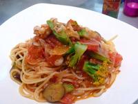 まかない飯レシピ/野菜とトマトのパスタ