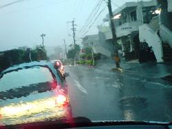 沖縄 水不足解消 大雨