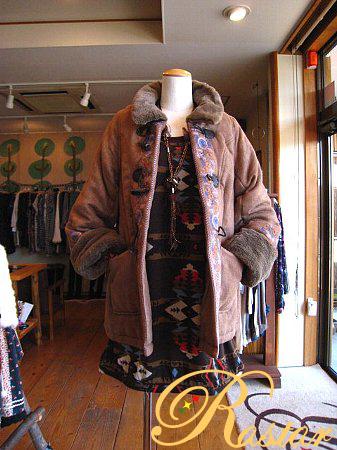 フラワー刺繍使いダッフルコート&ネイティブ柄ワンピ