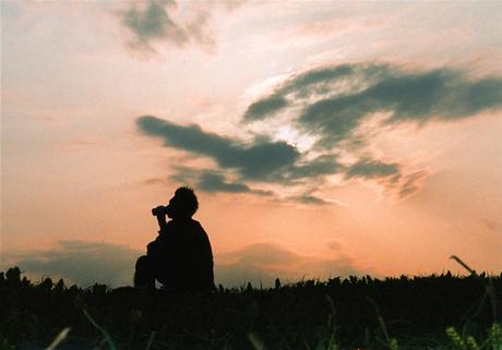 夕日を見ながら
