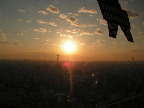 通天閣で綺麗な夕日とリビケンさん!