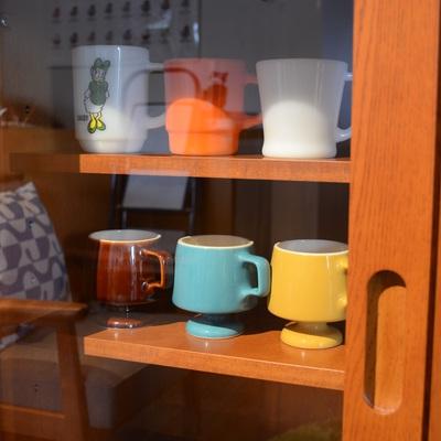 カリモク60のカップボード展示してます。