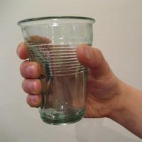 潰れたグラス