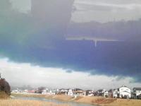 何か怪しい雲行きですね…