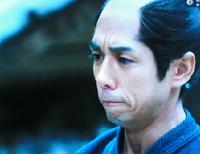 吉田松陰の処刑を手紙で知り、悲しむ覚馬(西島秀俊さん)